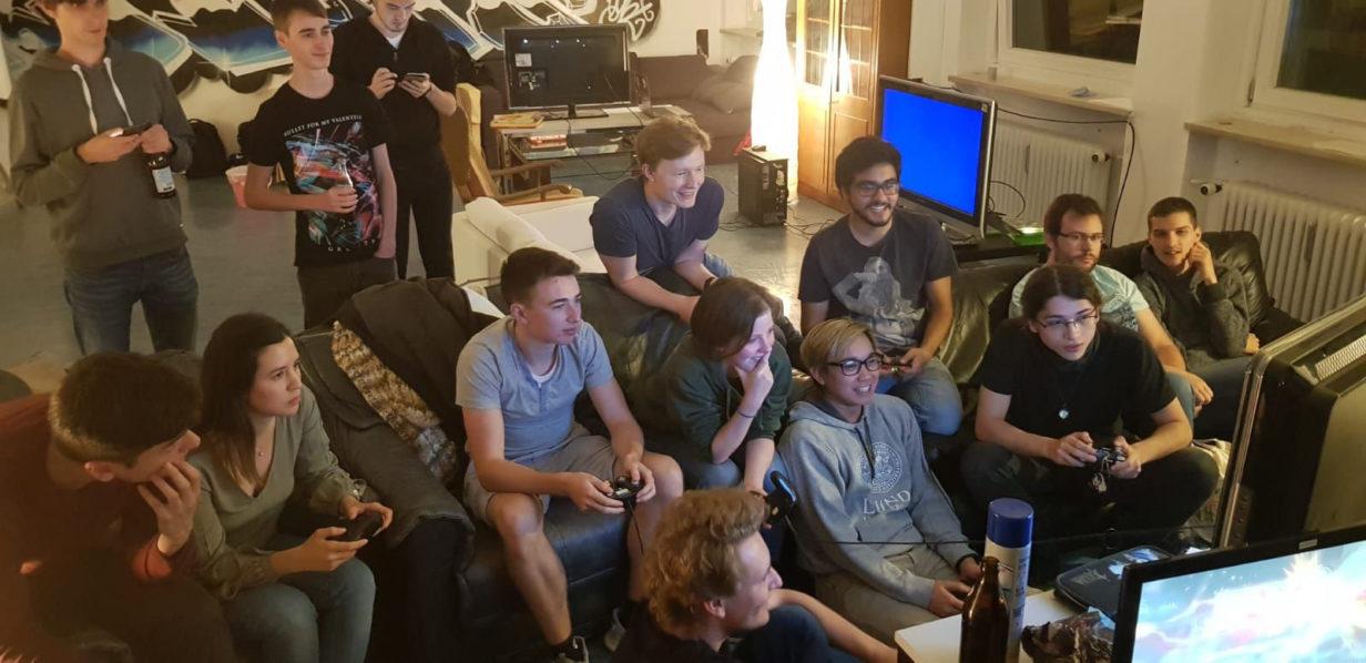"""""""Fs in the chat"""" -  Auflösung von Hochschul-Gaming München"""